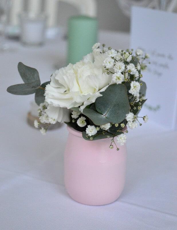 MonaLisa wedding planner tours 37 organisation mariage décoration table vase rose pastel oeillet blanc gypsophile