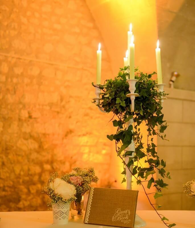 MonaLisa wedding planner tours 37 organisation mariage décoration livre d'or château de la bourdaisière montlouis chandelier blanc fleuris