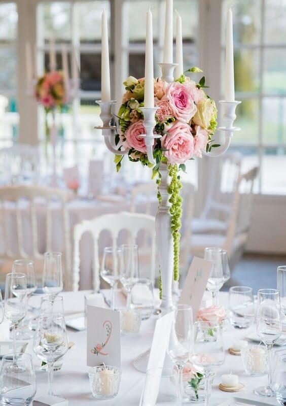 mona lisa wedding planner tours chandelier blanc fleurs roses