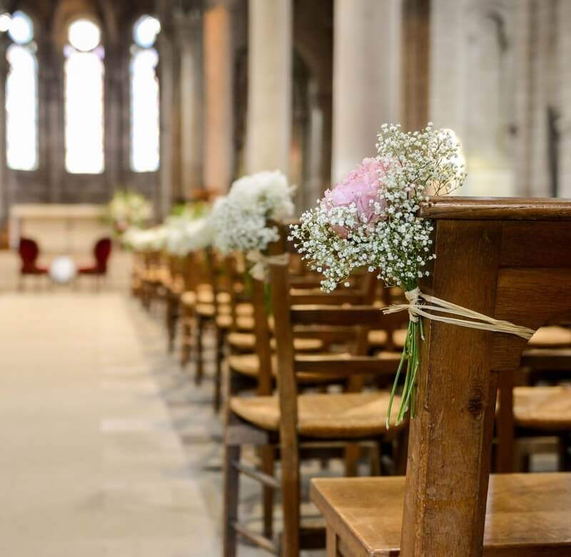 MonaLisa wedding planner tours 37 organisation mariage bouquet bouts de bancs église pivoine et gypsophile