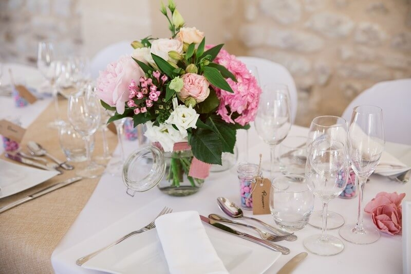 MonaLisa wedding planner tours 37 organisation mariage décoration table fleurs toile jute salle armandière
