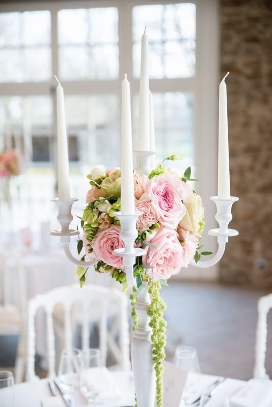 MonaLisa wedding planner tours 37 organisation mariage décoration table chateau de la vaudère chandelier fleuris couleurs pastelles