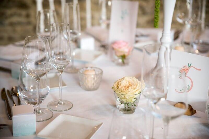 MonaLisa wedding planner tours 37 organisation mariage décoration table fleurs photophores élégant thème pastel